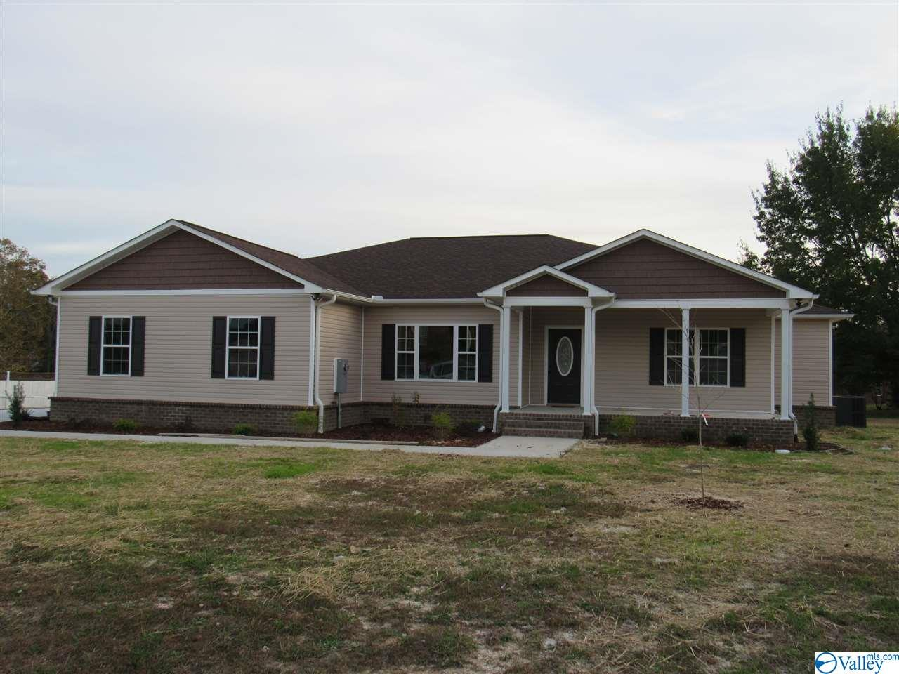 Photo of home for sale at 28 Kid Creek Drive, Union Grove AL