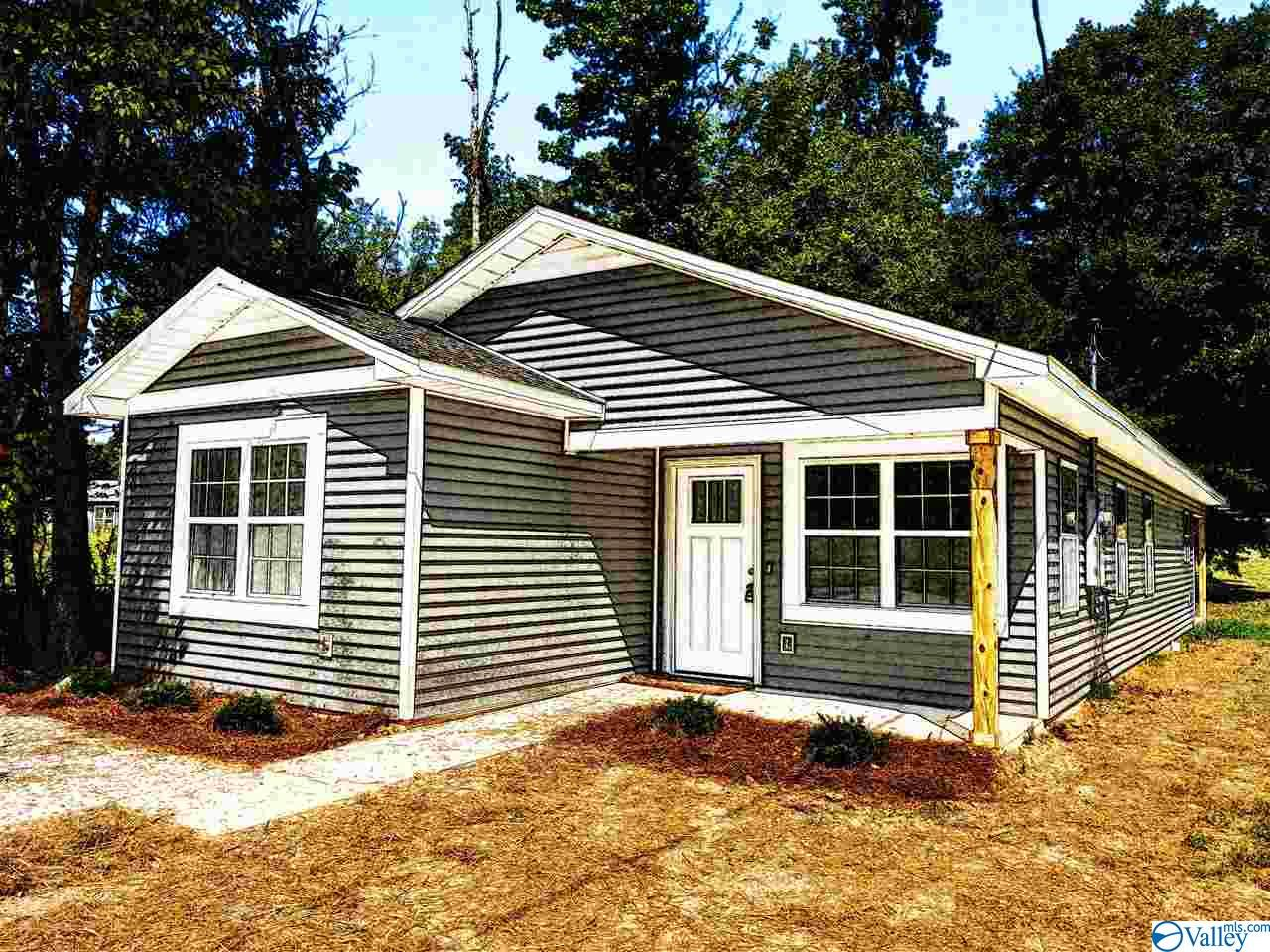 Photo of home for sale at 312 Meadow Street, Rainbow City AL
