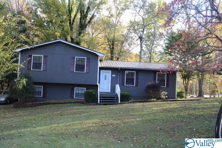 Photo of home for sale at 686 Meadow Wood Circle, Arab AL