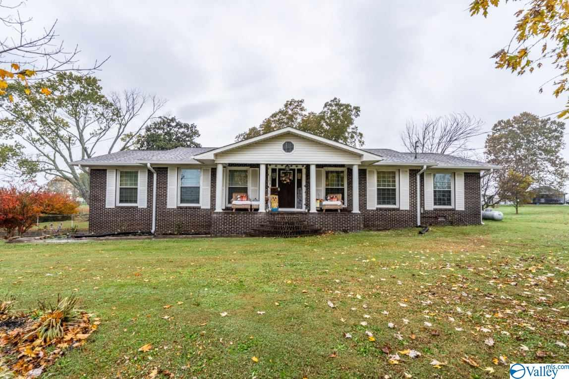 Photo of home for sale at 38392 Alabama Highway 75, Fyffe AL