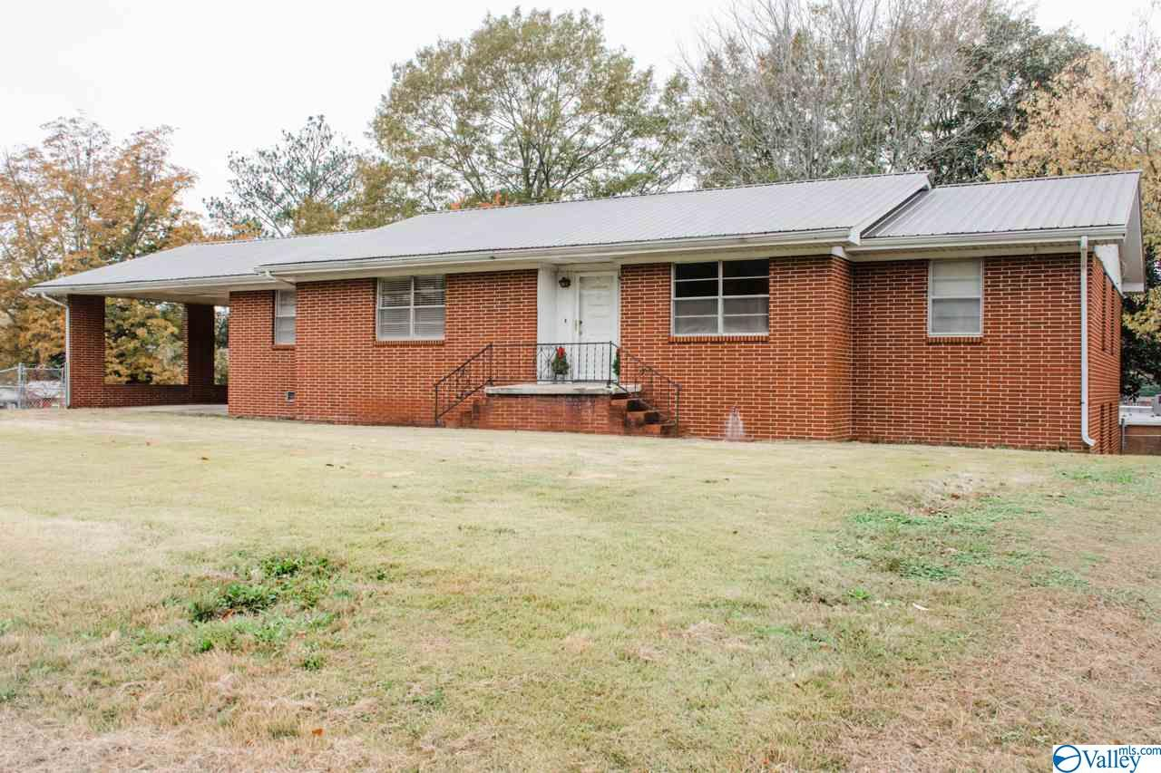 Photo of home for sale at 1604 Godfrey Avenue, Fort Payne AL