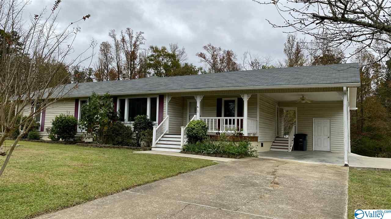 Photo of home for sale at 5827 River Oak Drive, Southside AL