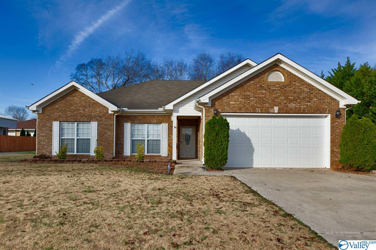 Photo of home for sale at 146 Hazel Trace, Hazel Green AL