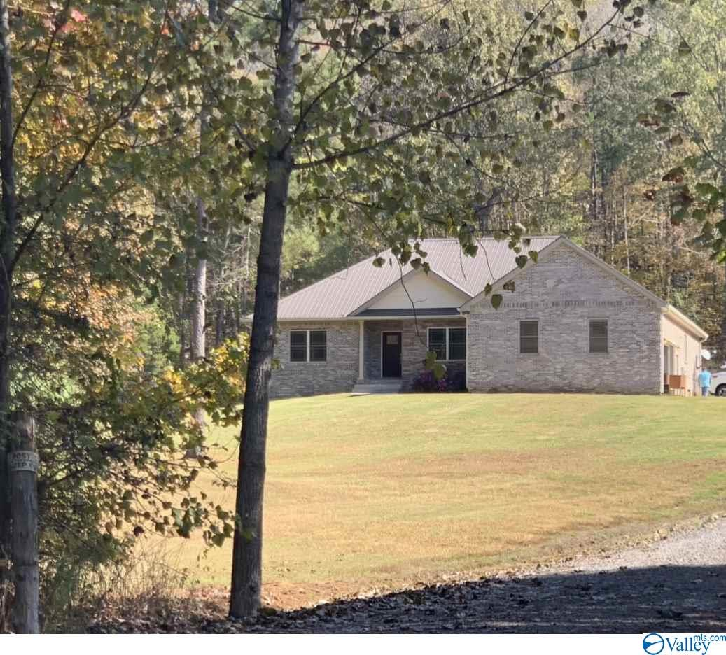 Photo of home for sale at 842 County Road 531, Scottsboro AL