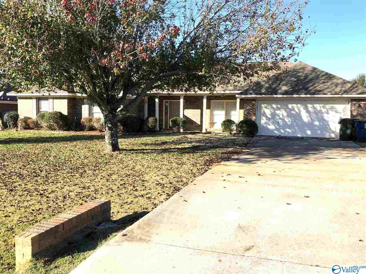 Photo of home for sale at 121 Word Lane, Harvest AL