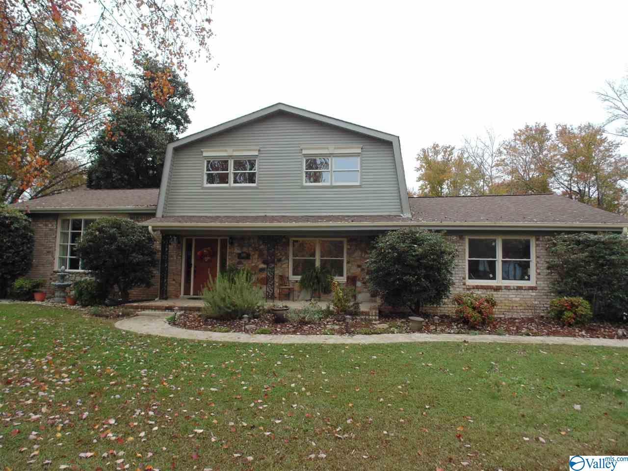 Photo of home for sale at 6004 Edwin Jones Drive, Huntsville AL