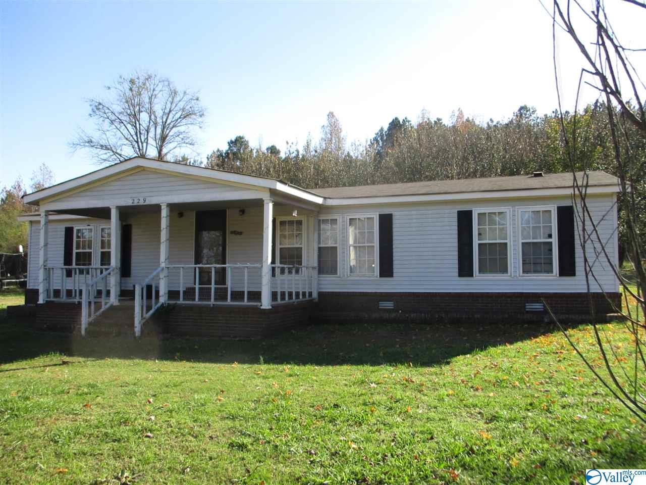 Photo of home for sale at 229 County Road 549, Trinity AL