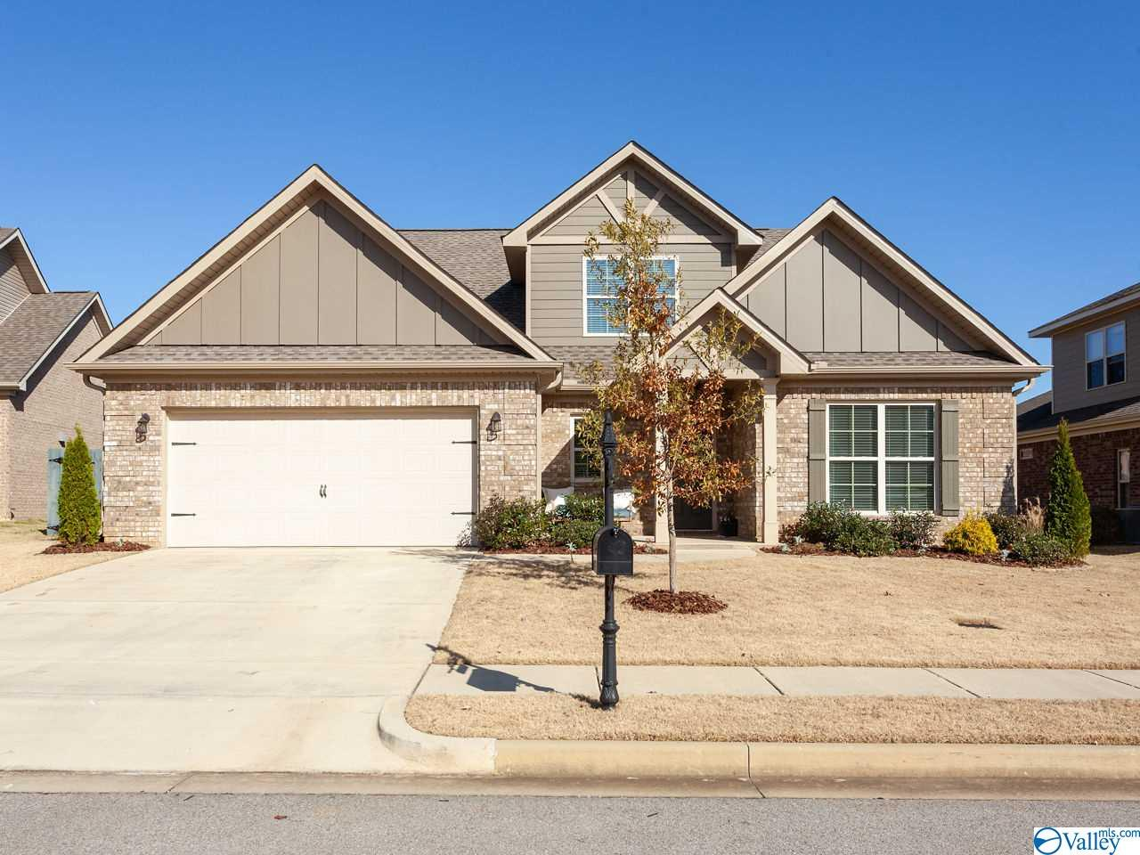 Photo of home for sale at 508 Balsam Terrace Way, Huntsville AL