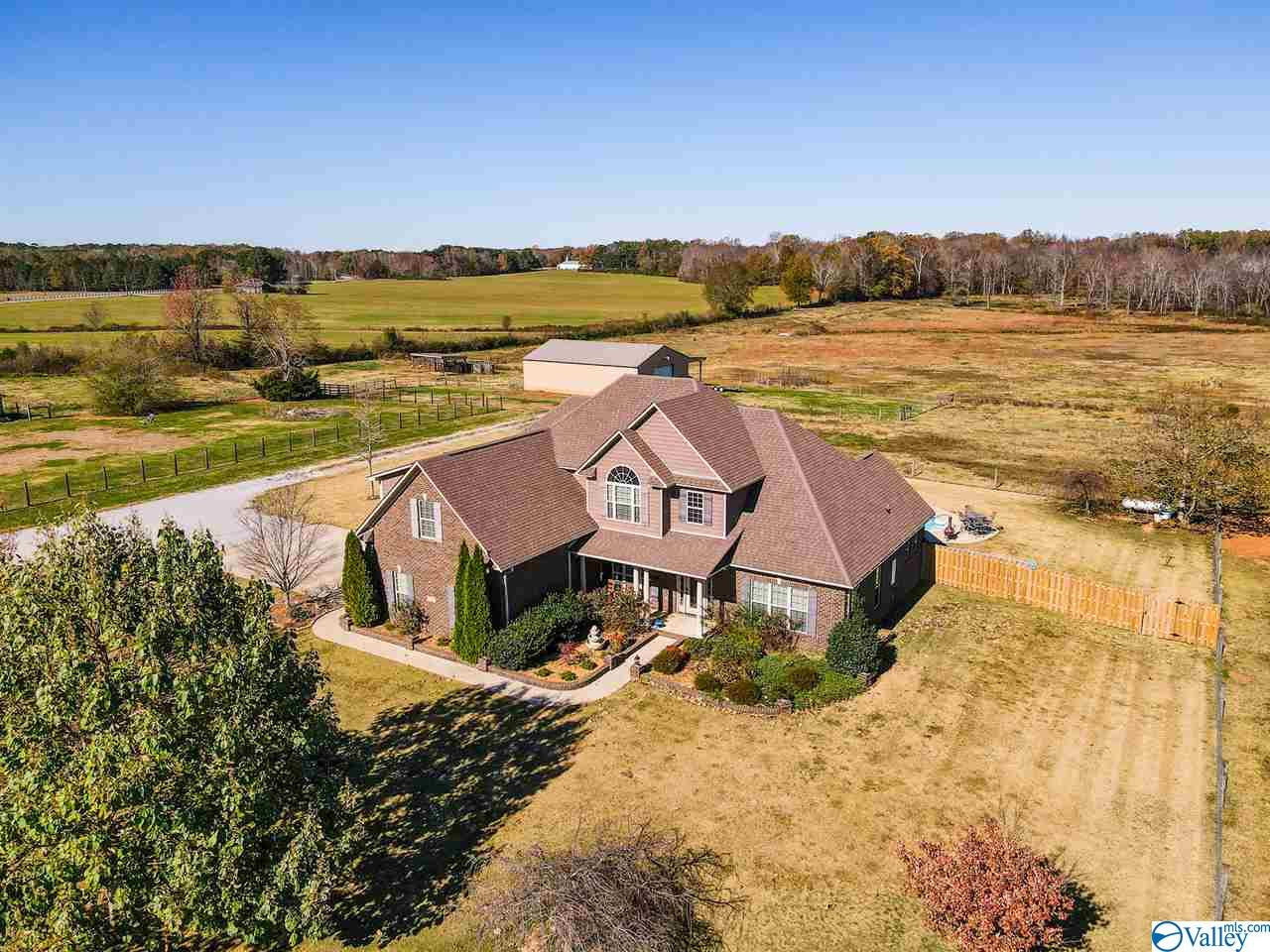 Photo of home for sale at 535 Beaver Dam Road, Toney AL