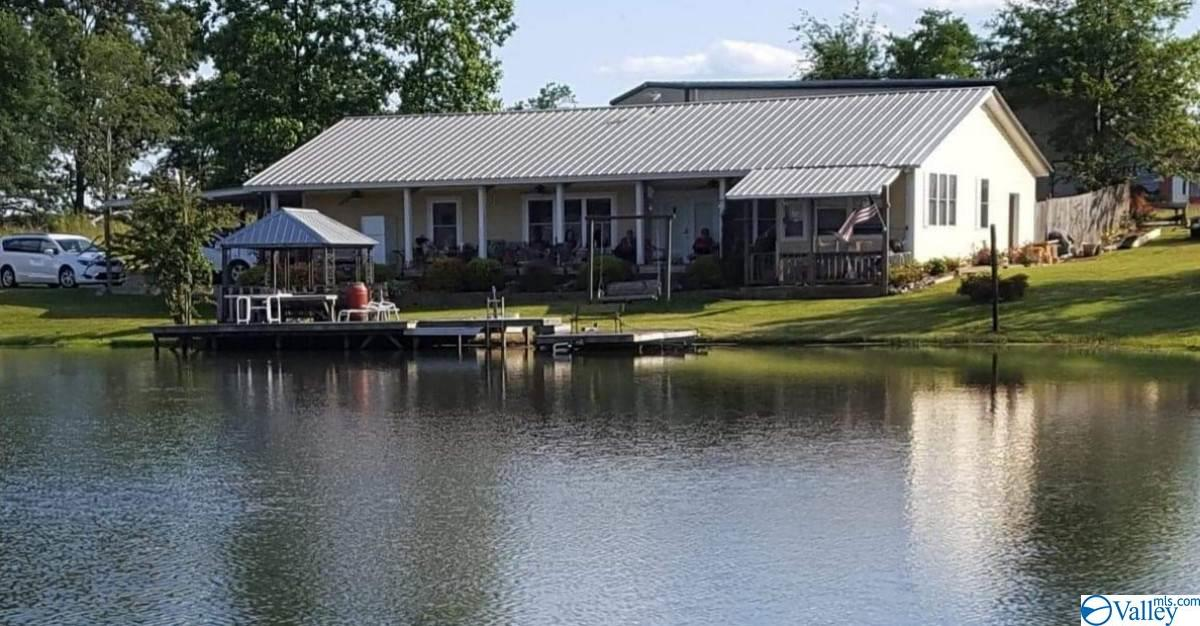 Photo of home for sale at 1964 County Road 291, Moulton AL
