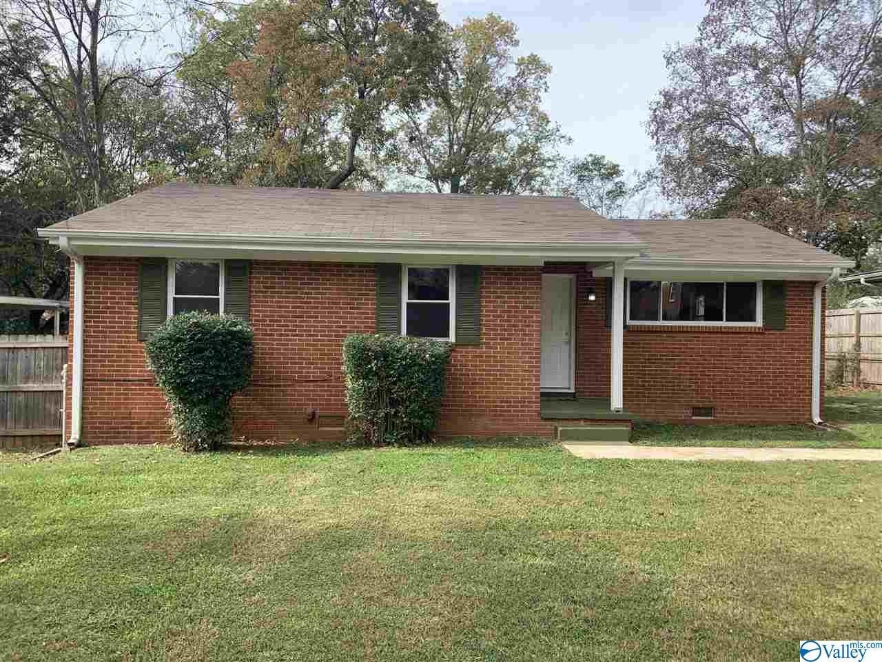 Photo of home for sale at 415 Greenacres Drive, Huntsville AL