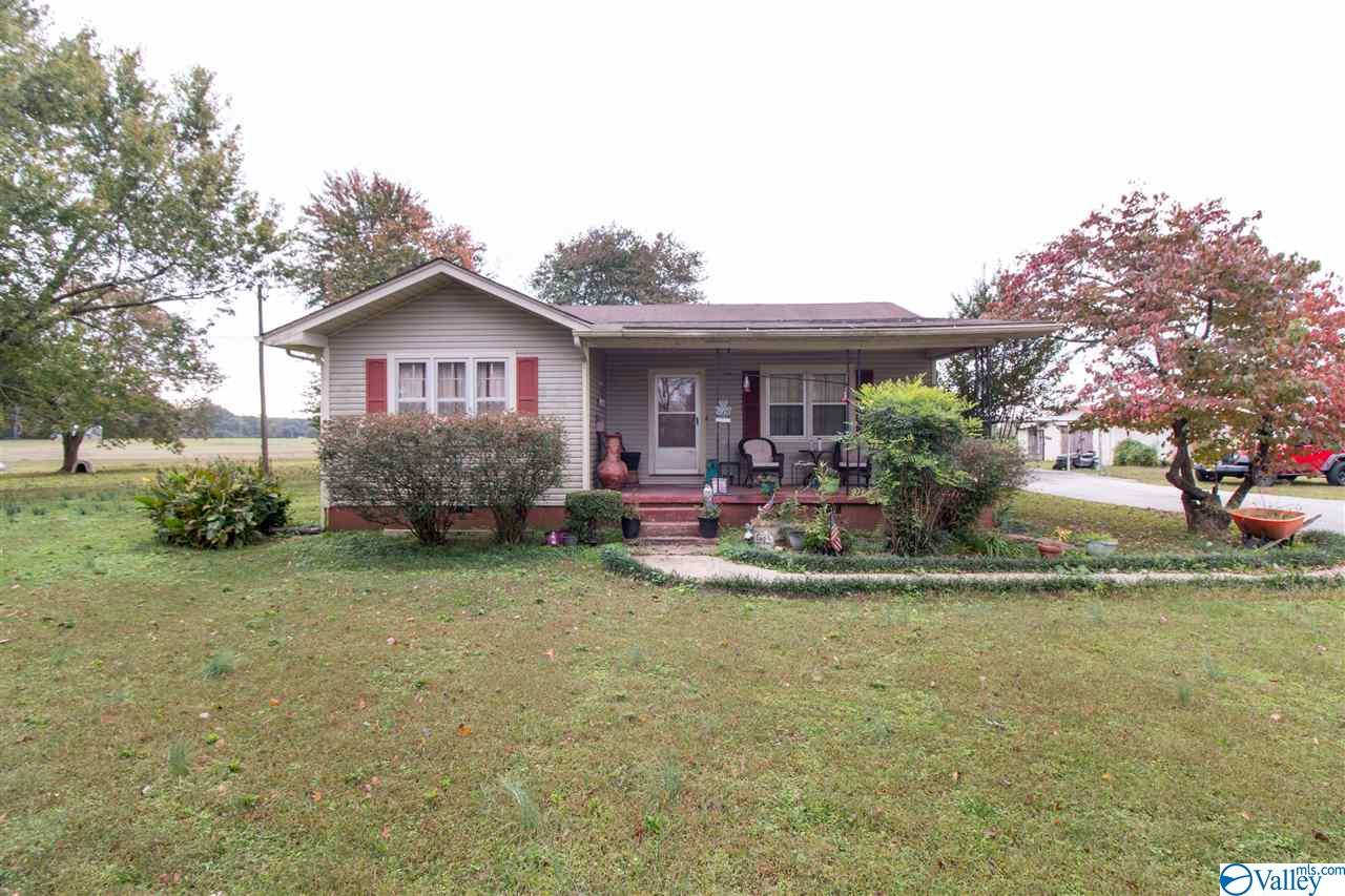 Photo of home for sale at 17746 New Cut Road, Athens AL