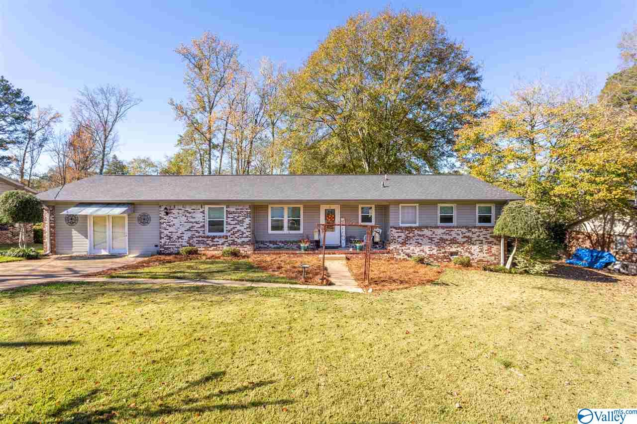 Photo of home for sale at 190 Peteet Street, Rainbow City AL
