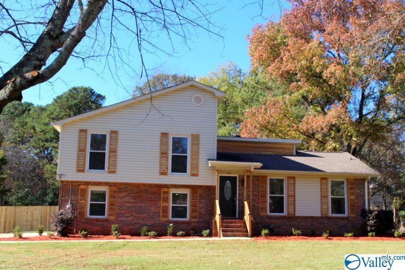 Photo of home for sale at 193 Oldwood Road, Huntsville AL