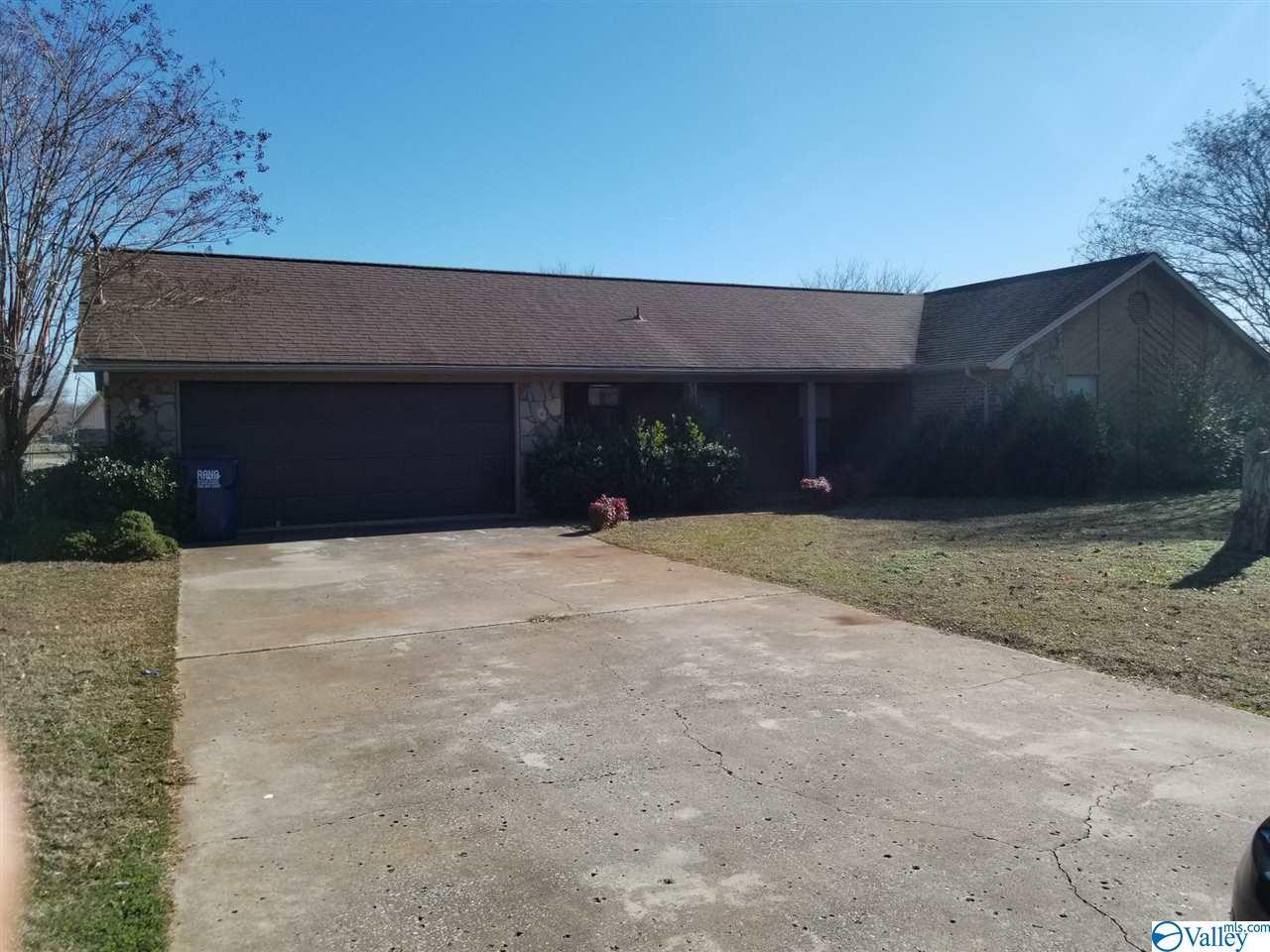 Photo of home for sale at 228 Silverwood Lane, Hazel Green AL