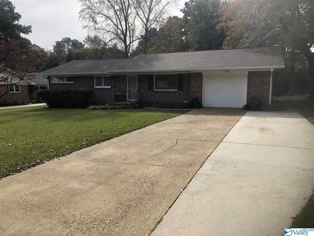 Photo of home for sale at 2403 Crestview Drive, Decatur AL