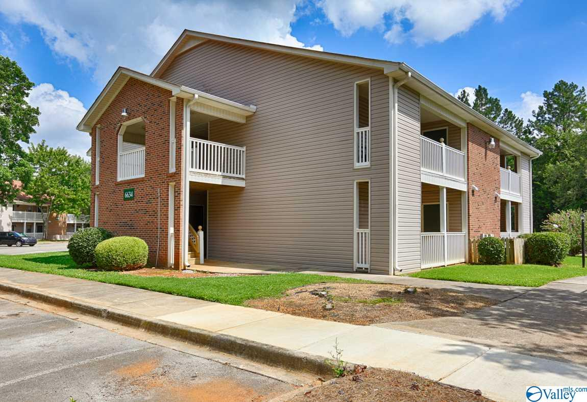 Photo of home for sale at 6634 Willow Pointe Drive, Huntsville AL