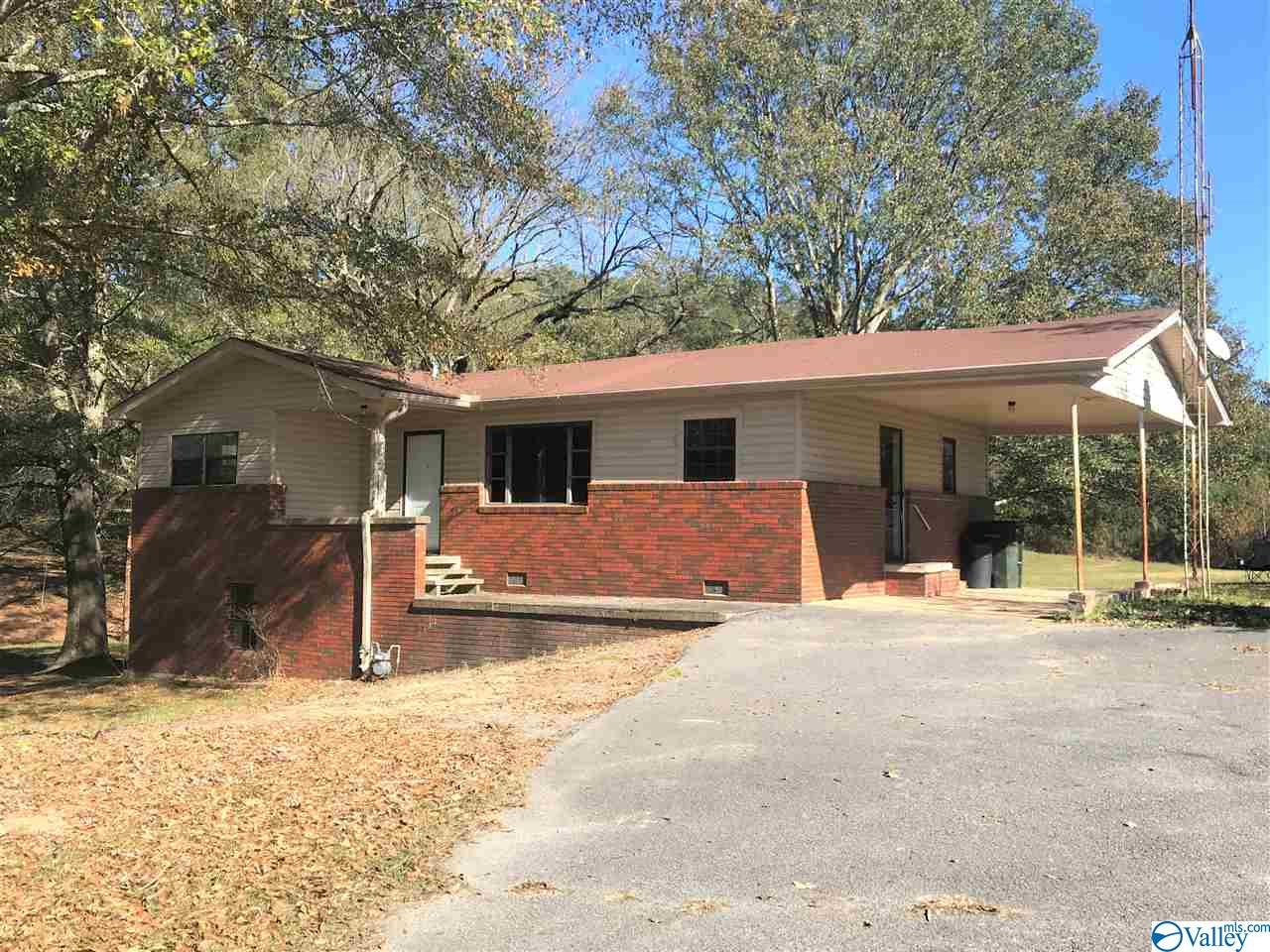 Photo of home for sale at 2345 Tabor Road, Gadsden AL