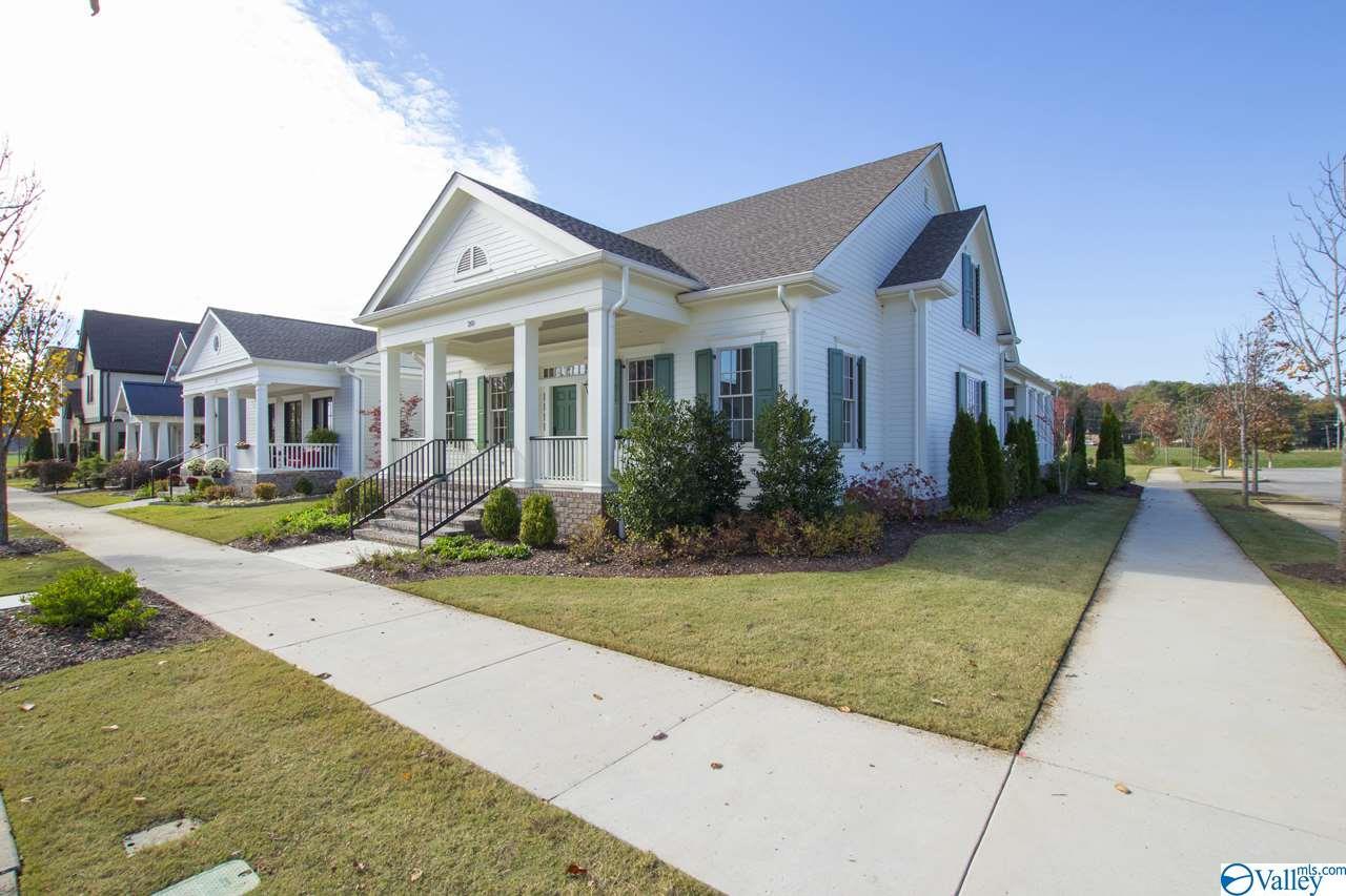 Photo of home for sale at 20 Lendon Main Street, Huntsville AL