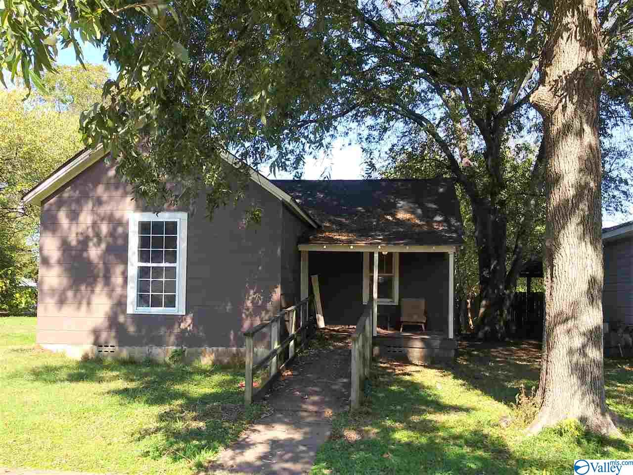 Photo of home for sale at 1510 Wadsworth Street, Decatur AL