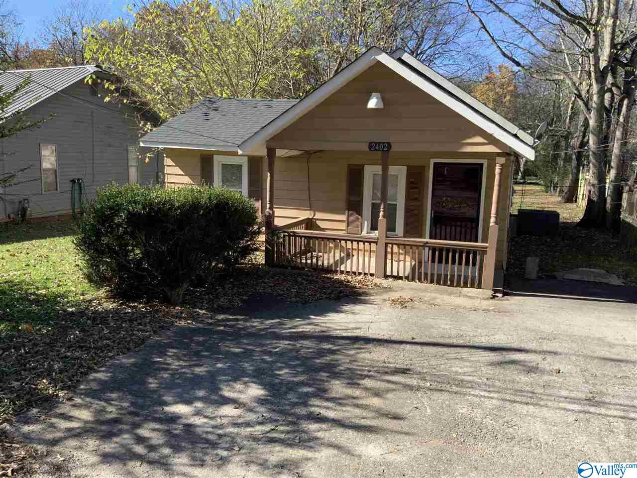 Photo of home for sale at 2402 15th Street, Huntsville AL