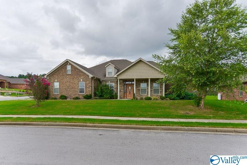 Photo of home for sale at 2403 Butte Woods Lane, Huntsville AL
