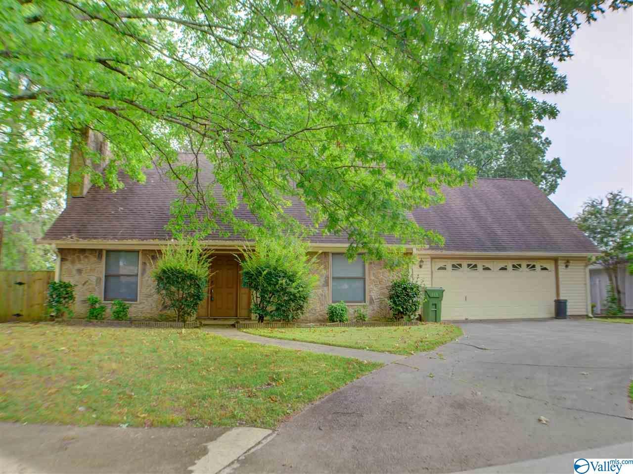 Photo of home for sale at 2503 Wynterhall Road, Huntsville AL