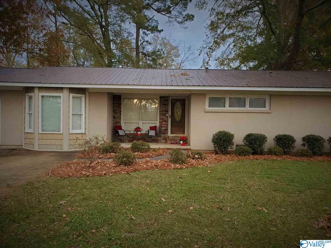 Photo of home for sale at 203 Tracy Street, Glencoe AL