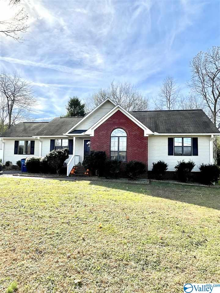 Photo of home for sale at 141 Maple Circle, Arab AL