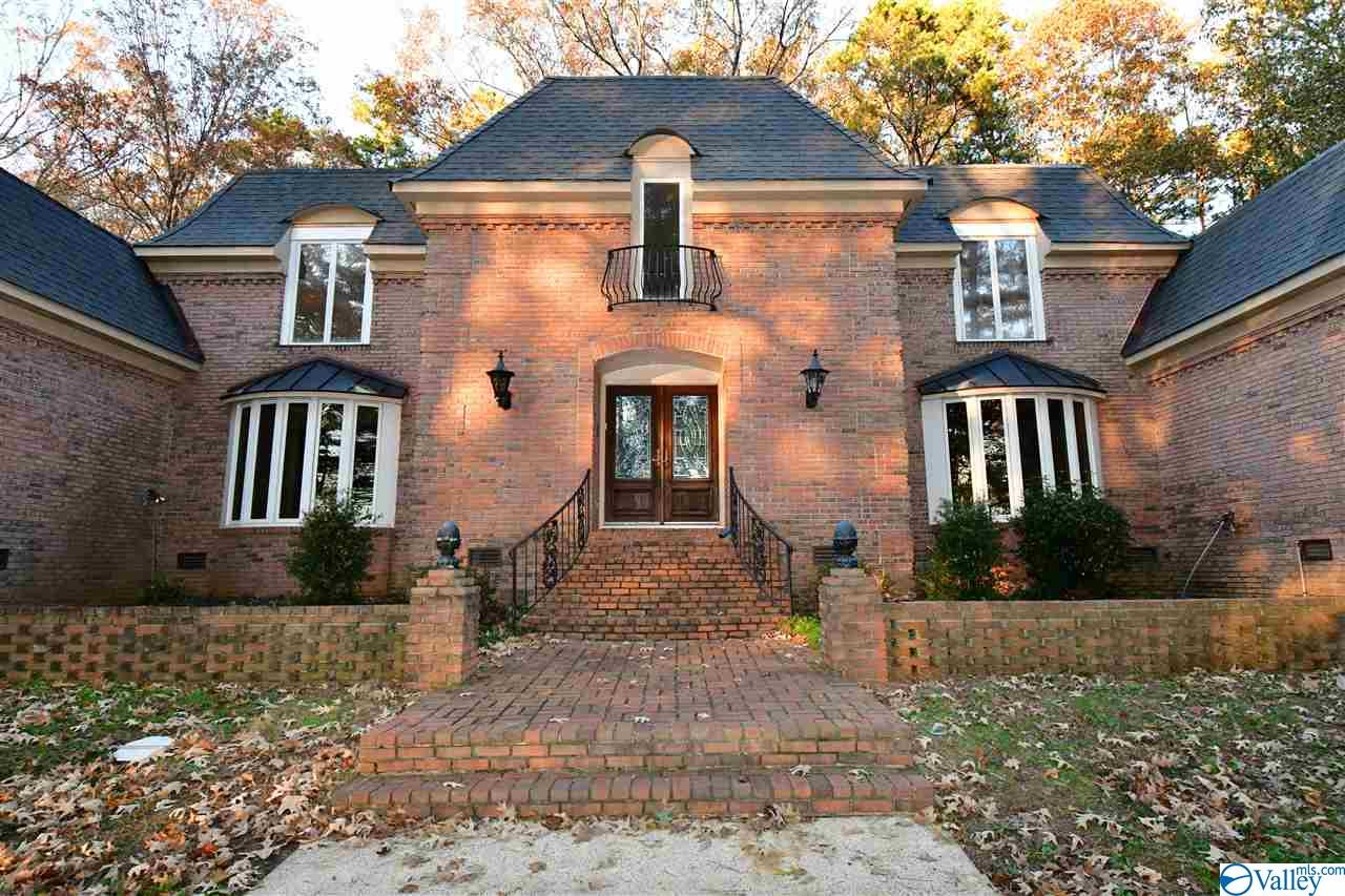 Photo of home for sale at 1745 King Mountain Road, Gadsden AL
