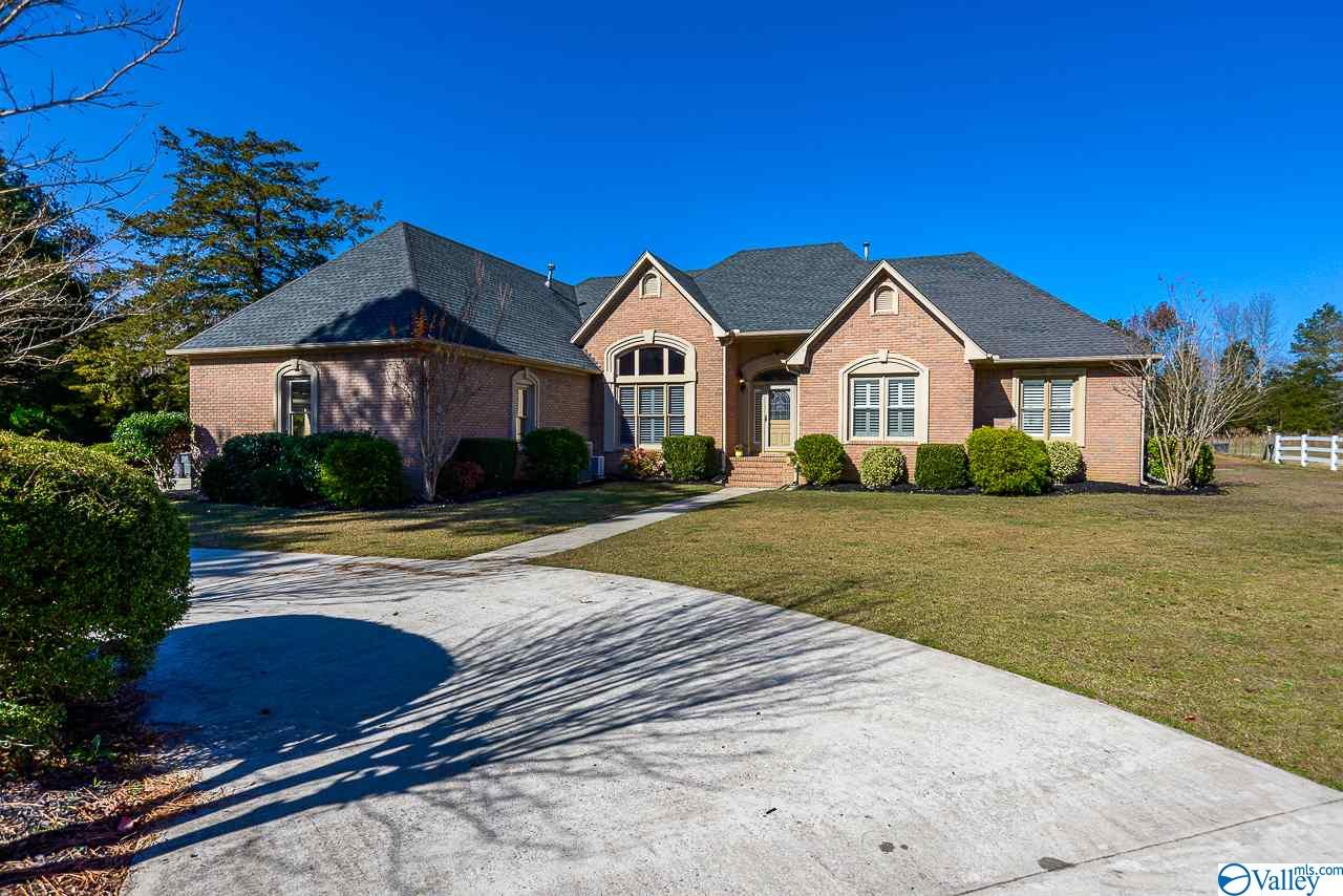 Photo of home for sale at 1262 Perkins Wood Road, Hartselle AL