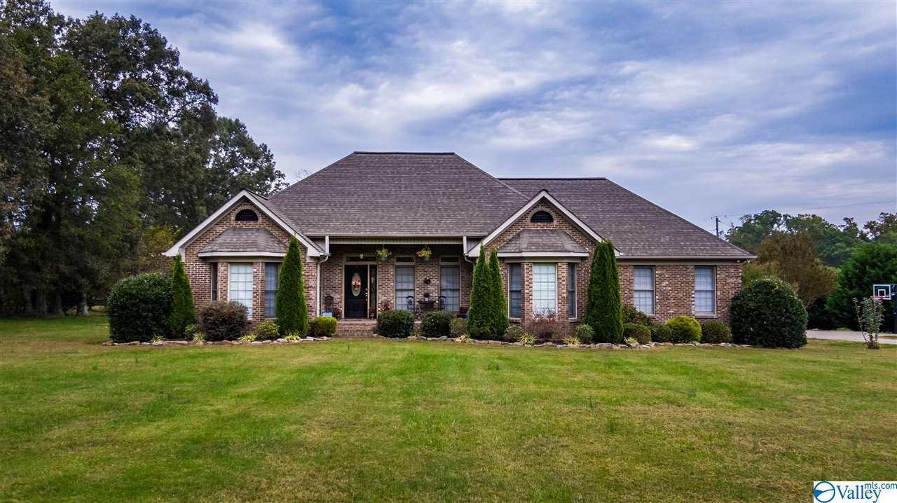 Photo of home for sale at 405 Chavies Road, Rainsville AL