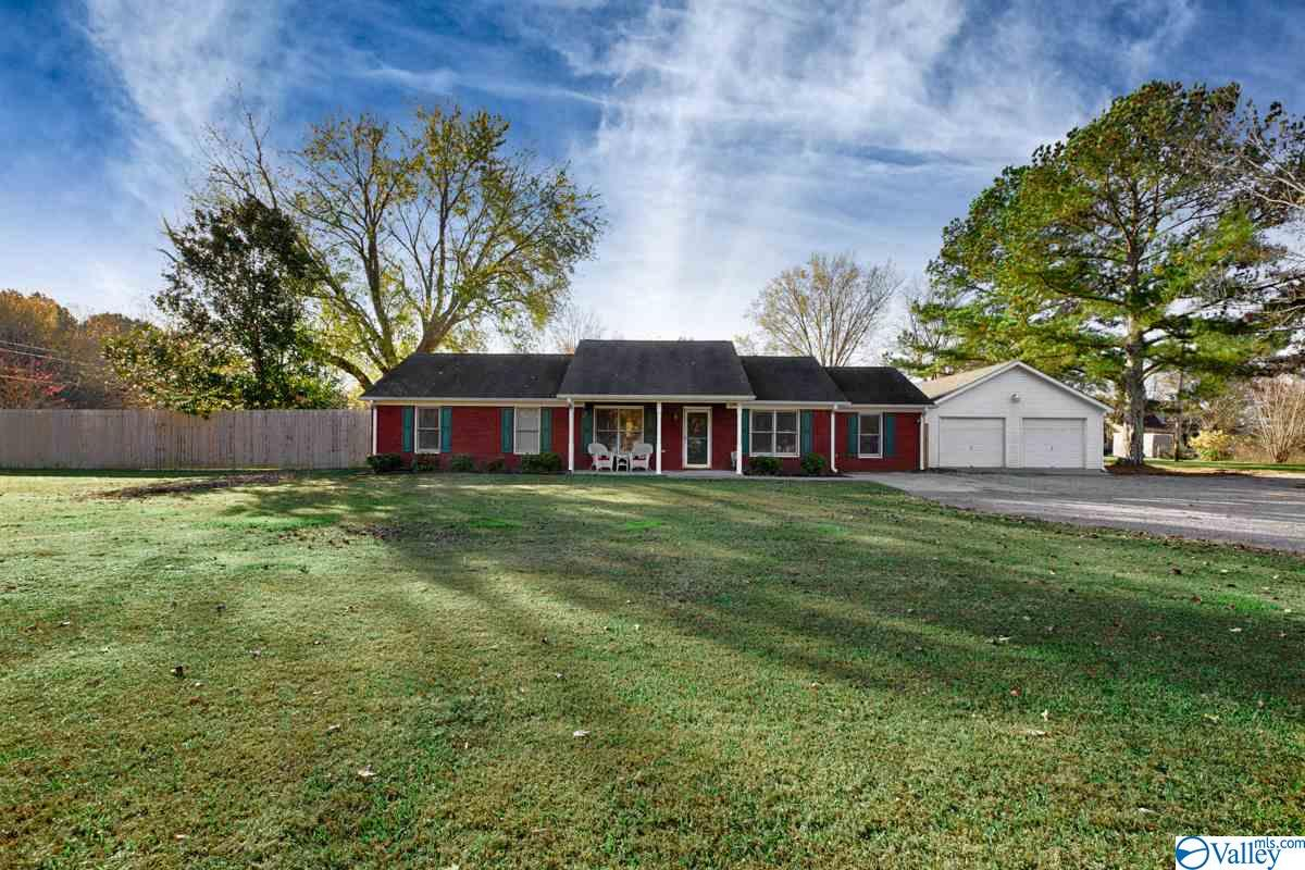 Photo of home for sale at 3212 Bobo Section Road, Hazel Green AL
