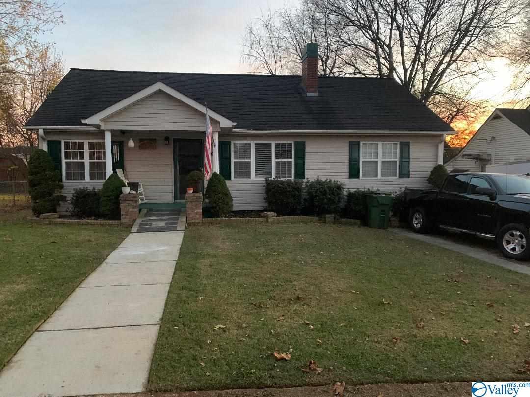 Photo of home for sale at 3909 Beech Avenue, Huntsville AL
