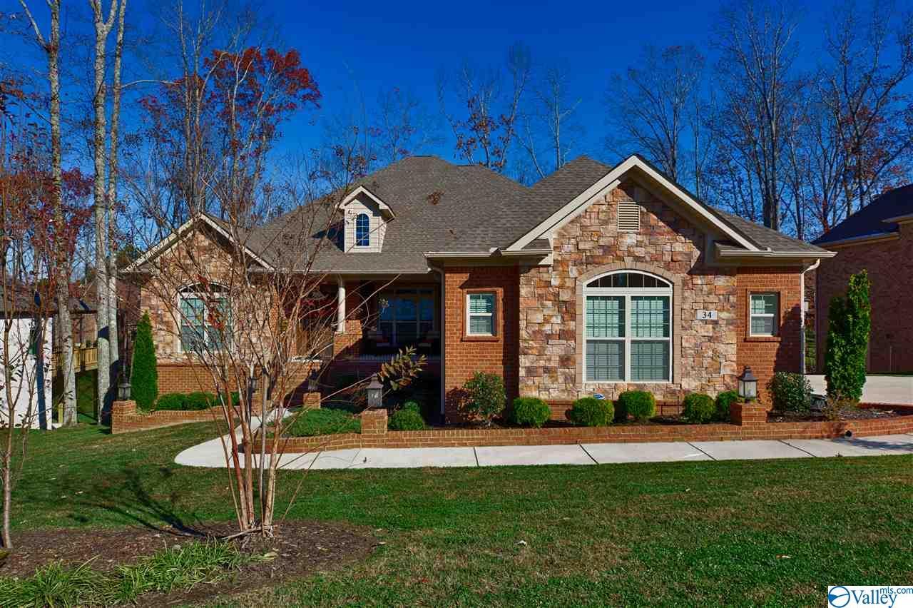 Photo of home for sale at 34 Verdant Circle, Huntsville AL