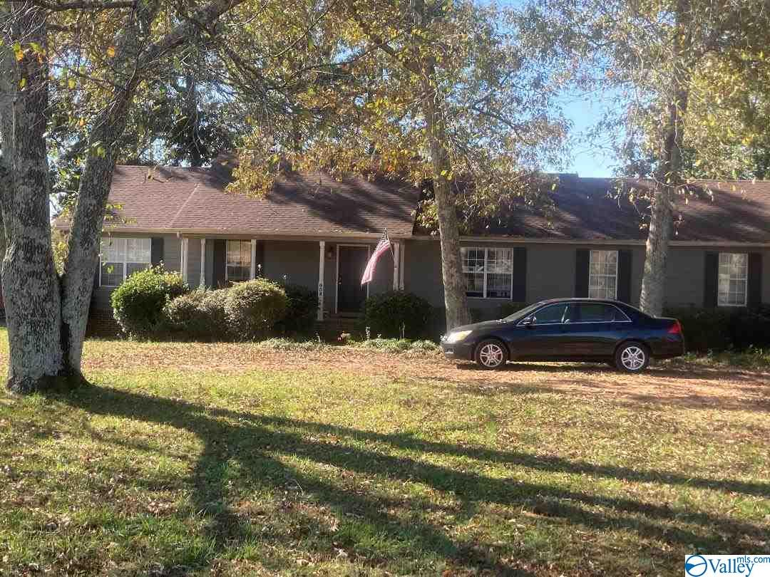Photo of home for sale at 904 Naugher Road, Huntsville AL