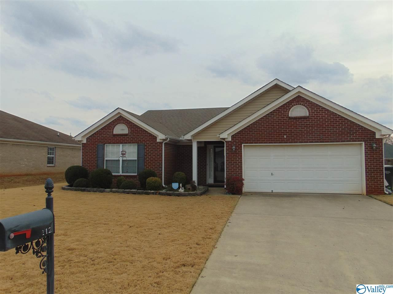 Photo of home for sale at 112 Bellevue Drive, Meridianville AL