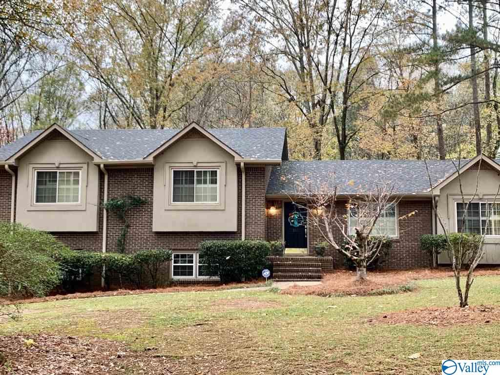 Photo of home for sale at 310 Janelle Drive, Gadsden AL