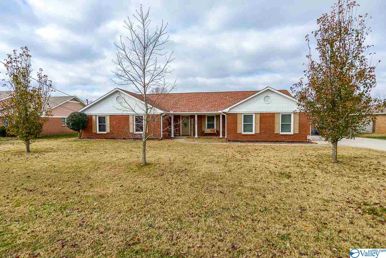 Photo of home for sale at 208 Goodmoor Lane, Harvest AL