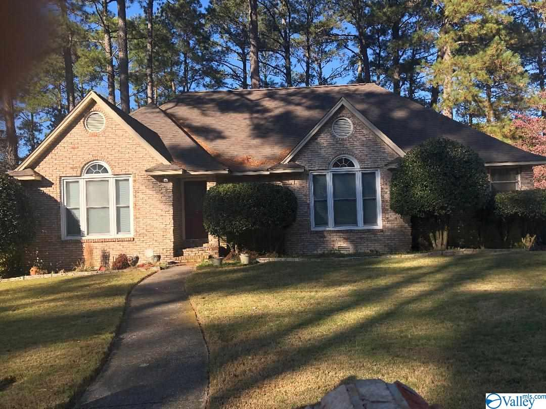 Photo of home for sale at 1876 Shellbrook Drive, Huntsville AL