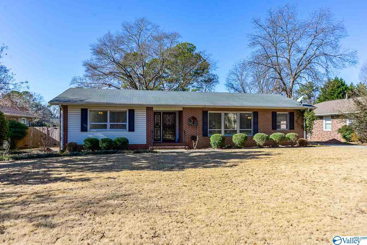Photo of home for sale at 1509 13th Avenue, Decatur AL