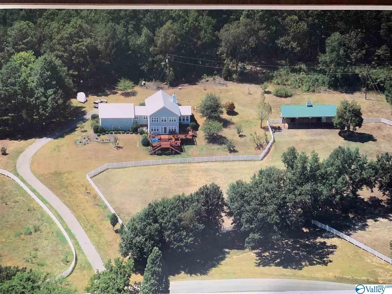 Photo of home for sale at 1279 Slasham Road, Ashville AL