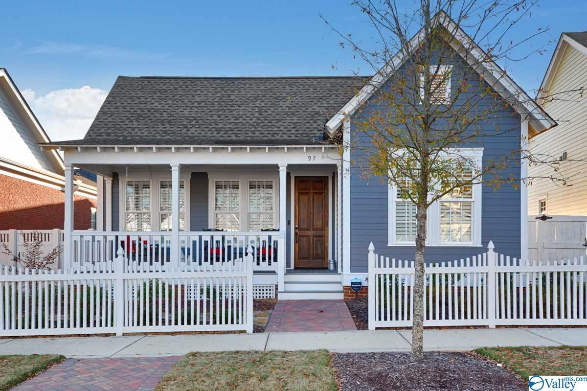 Photo of home for sale at 97 Hillcrest Avenue, Huntsville AL