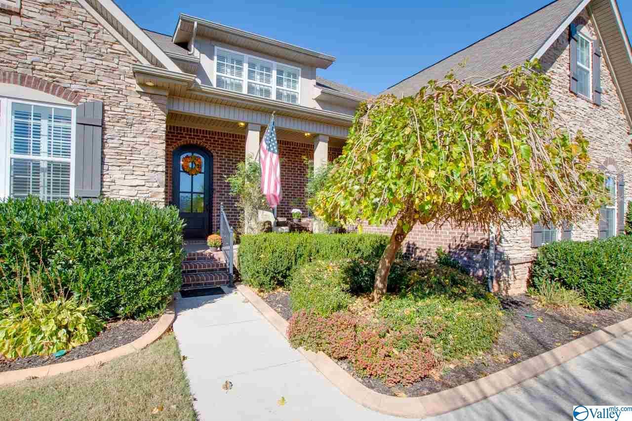 Photo of home for sale at 13 Kenthurst Lane, Gurley AL
