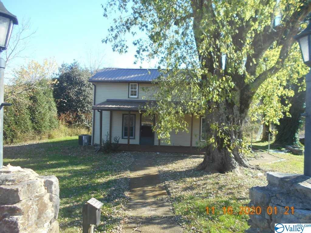 Photo of home for sale at 6 Curtis Road, Fayetteville TN