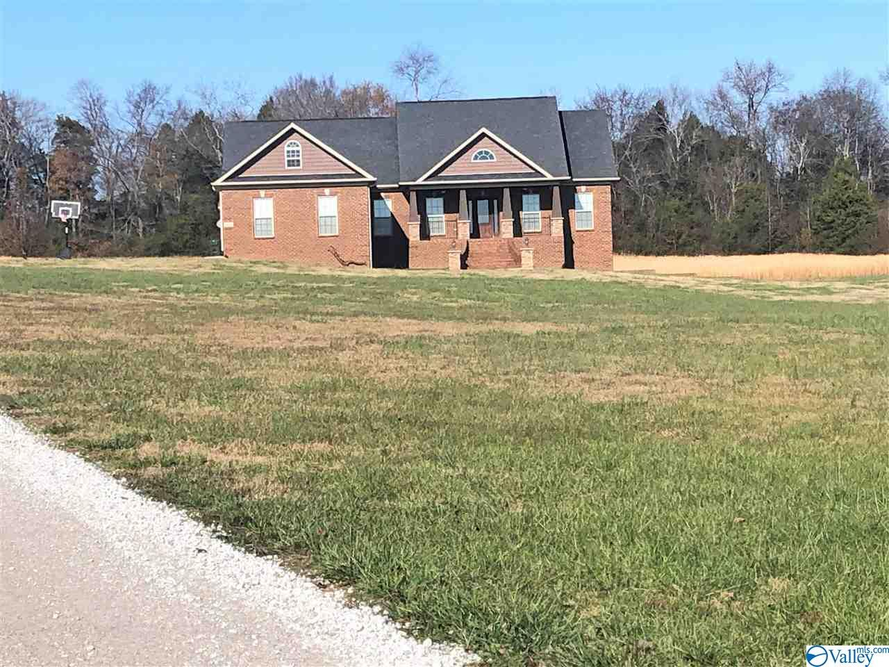 Photo of home for sale at 668 Hillsboro Circle, New Market AL