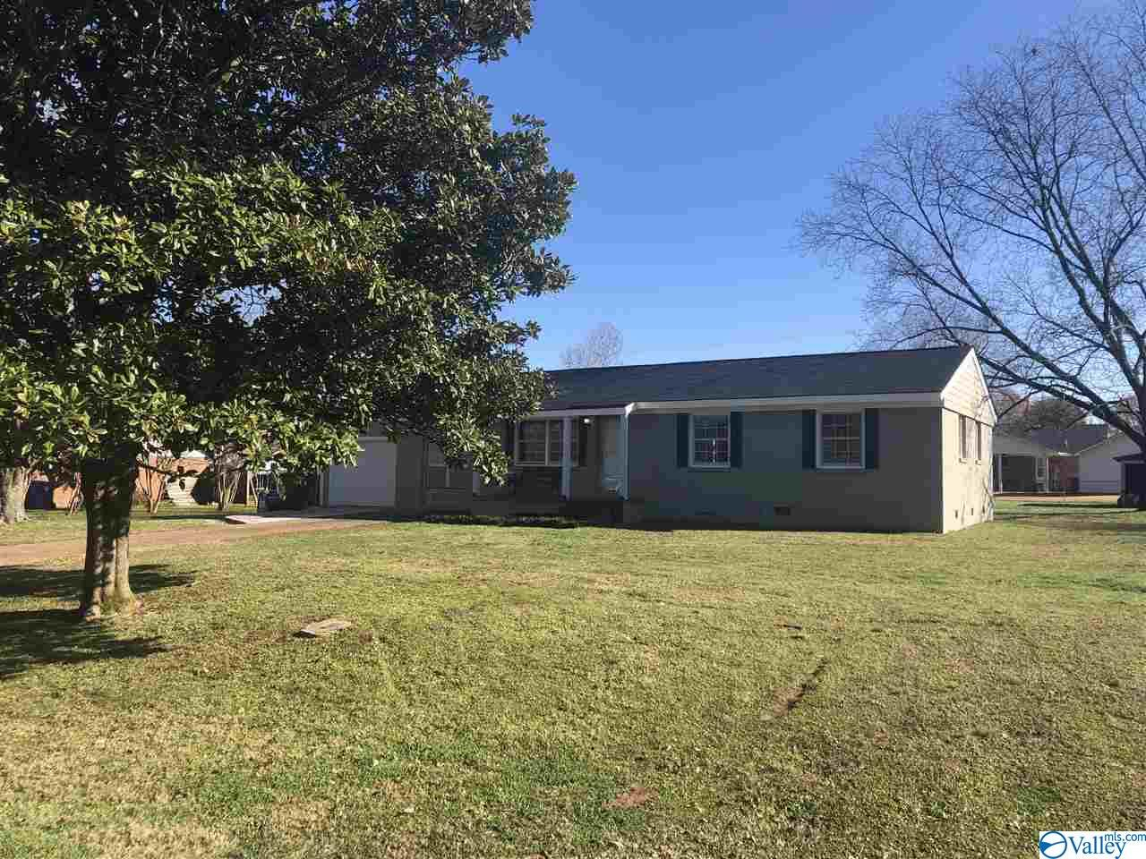 Photo of home for sale at 303 Longview Street, Athens AL
