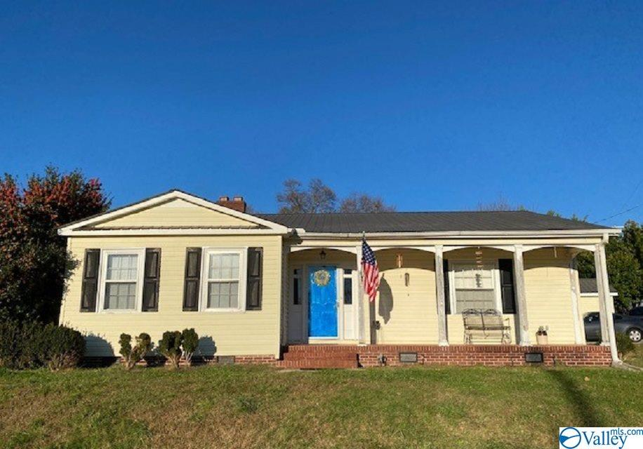 Photo of home for sale at 308 South Carlisle Street, Albertville AL