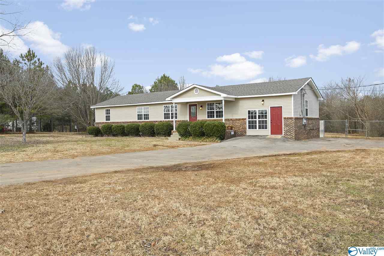 Photo of home for sale at 9760 Pulaski Pike, Toney AL