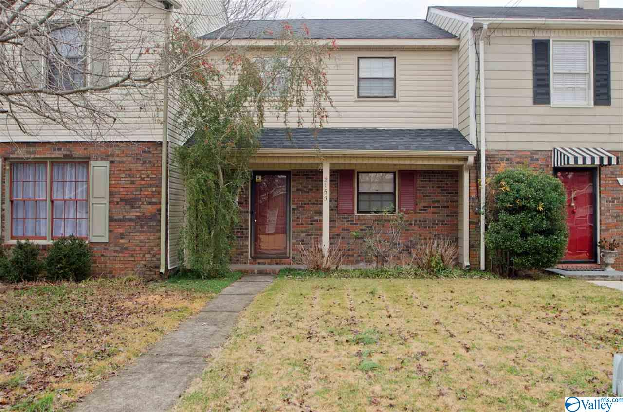 Photo of home for sale at 2153 Westmead Drive, Decatur AL